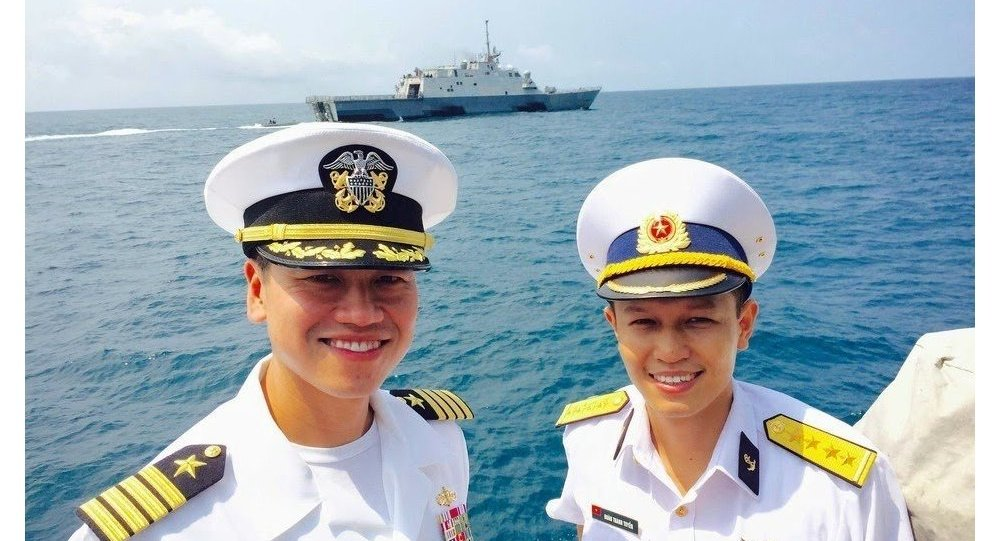 Vietnamese naval officer invited to visit the US Aegis class w