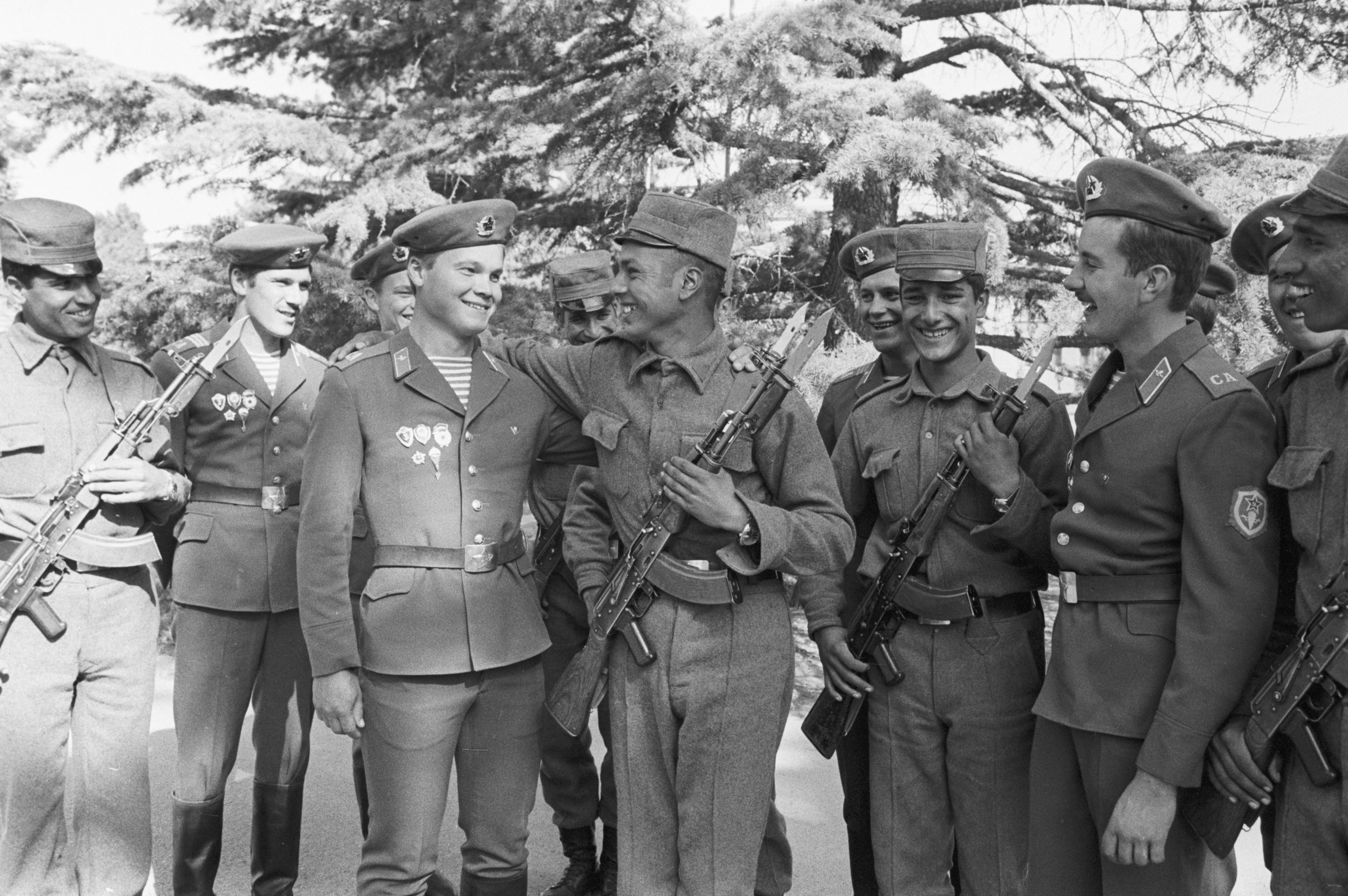 A limited Soviet troop contingent in Afghanistan. Soviet paratroopers and Afghan soldiers. (File)