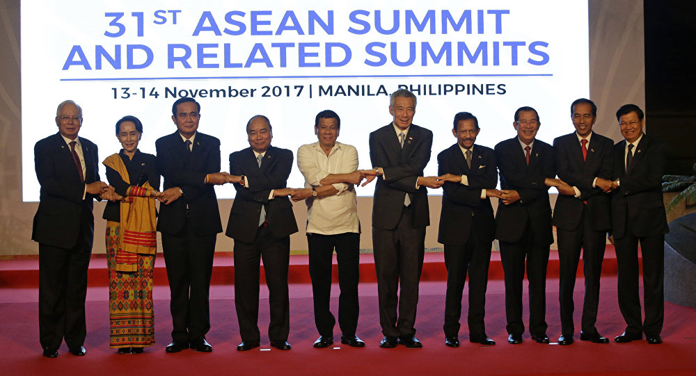 From left, Malaysia's Prime Minister Najib Razak, Myanmar's State Counsellor Aung San Suu Kyi, Thailand's Prime Minister Prayuth Chan-ocha, Vietnam's Prime Minister Nguyen Xuan Phuc, Philippines' President Rodrigo Duterte, Singapore's Prime Minister Lee Hsien Loong, Brunei's Sultan Hassanal Bolkiah, Cambodia's Prime Minister Hun Sen, Indonesia's President Joko Widodo and Laos' Prime Minister Thongloun Sisoulith, join hands during a family photo before the 31st ASEAN Summit in Manila, Philippines
