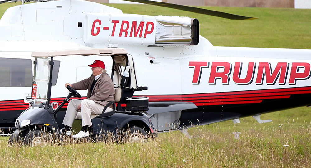 Donald Trump chơi golf