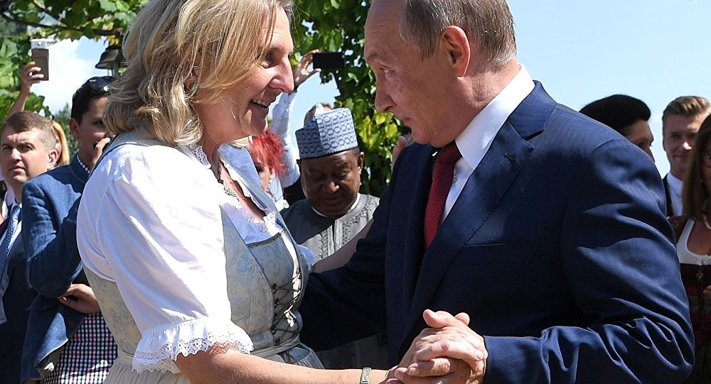 Austria's Foreign Minister Karin Kneissl dances with Russia's President Vladimir Putin at her wedding in Gamlitz, Austria, August 18, 2018. а
