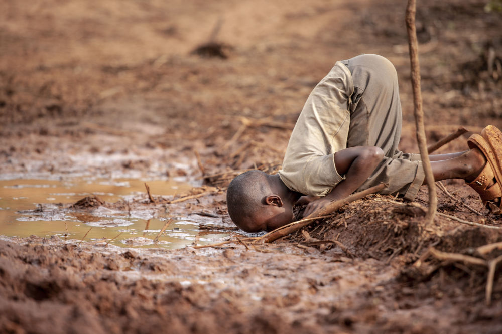 Bức ảnh Water Scarcity của nhiếp ảnh gia Frederick Dharshie, đoạt giải Water, Equality and Sustainability Prize trong khuôn khổ cuộc thi Environmental Photographer of the Year 2019
