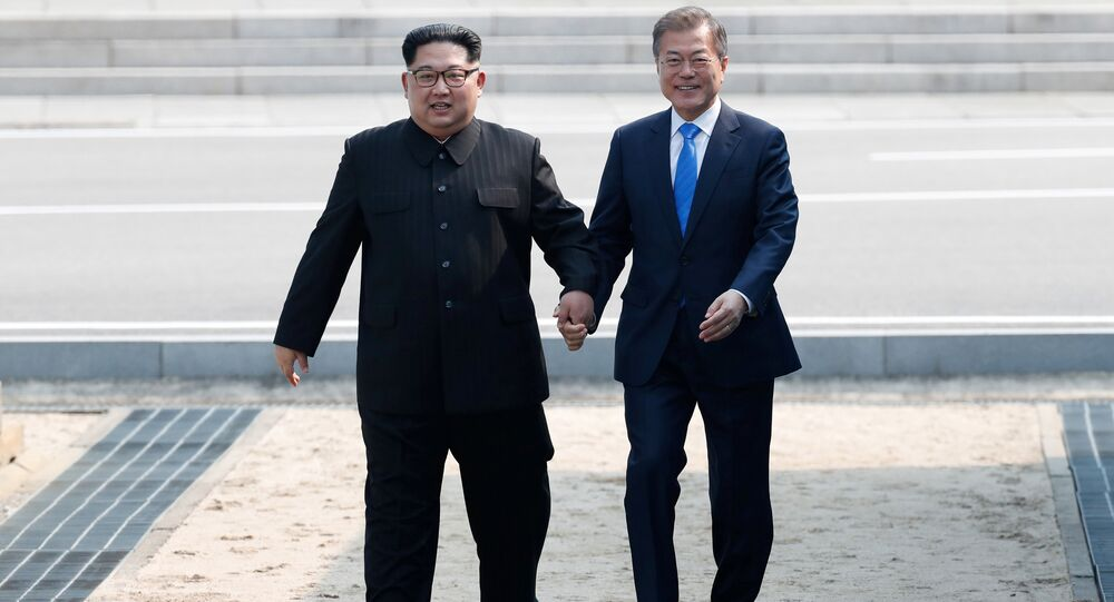 South Korean President Moon Jae-in and North Korean leader Kim Jong Un attend a welcoming ceremony in the truce village of Panmunjom inside the demilitarized zone separating the two Koreas, South Korea, April 27, 2018.